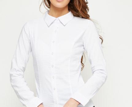 Jak nosić białe, luźne koszule damskie?