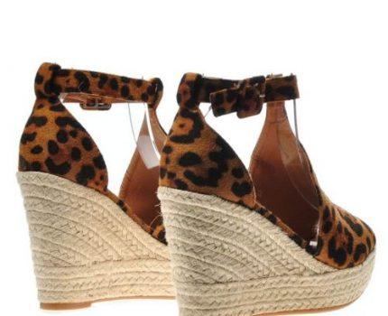 Jak wybrać styl butów na koturnie?