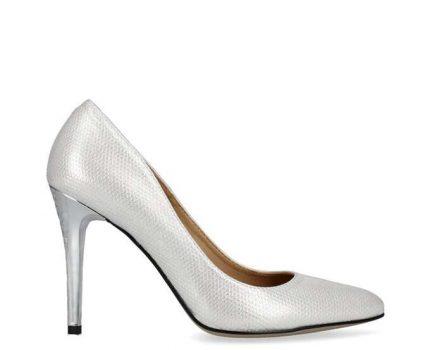 Wybieramy buty na obcasie – srebrne szpilki